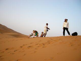 サハラ砂漠で御来光